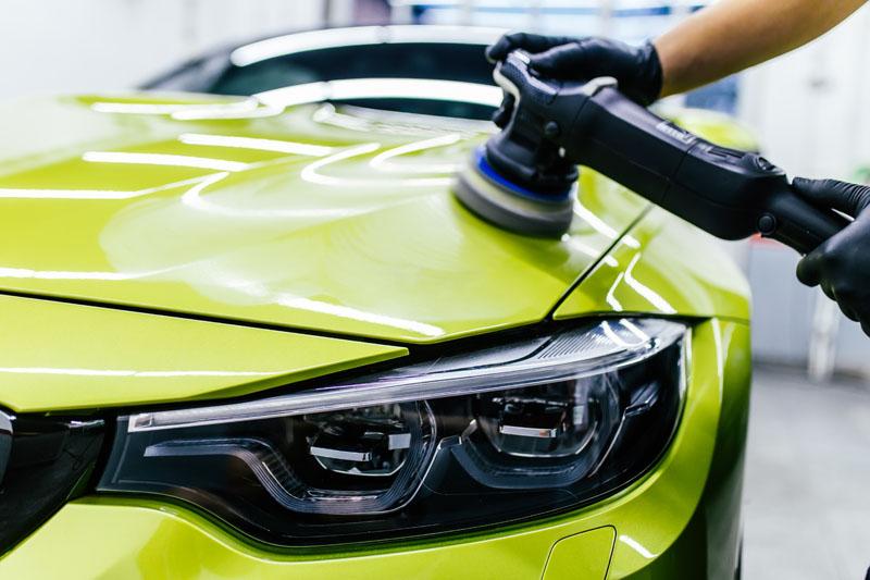 Auto laten schoonmaken en polijsten met lakverzegeling
